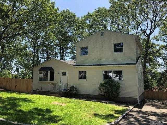 4 BR,  2.00 BTH  Exp ranch style home in Sound Beach
